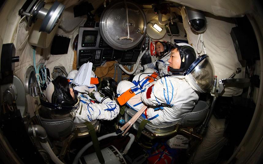 1290 Первая китайская женщина астронавт
