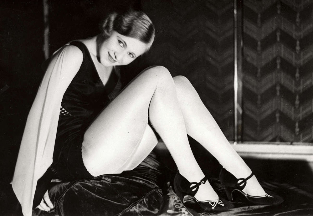 1319 Женские ноги на ретро фотографиях