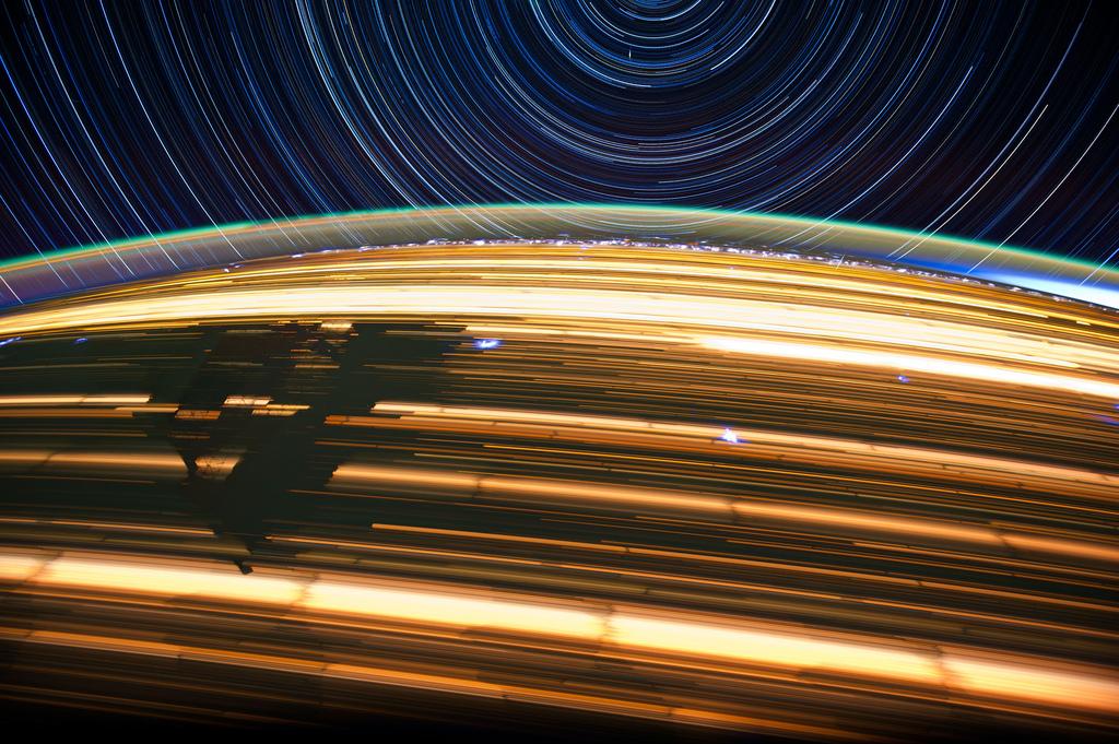 1340 Звездные следы   фото с МКС
