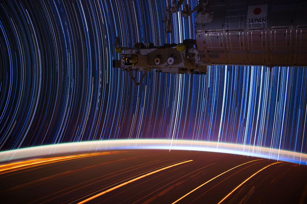 1533 Звездные следы   фото с МКС
