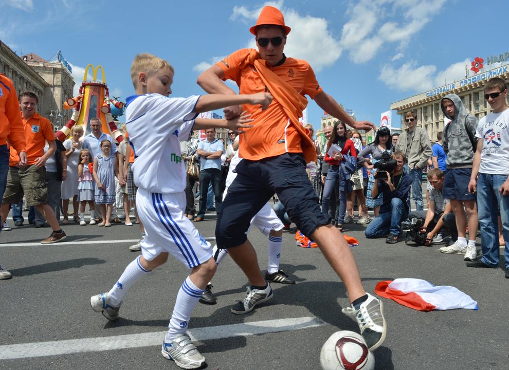 1944 Евро 2012   фанаты