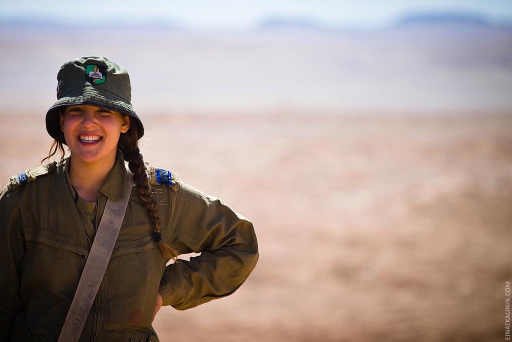2212 Женщина с танком