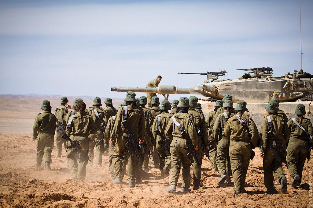 2310 Женщина с танком