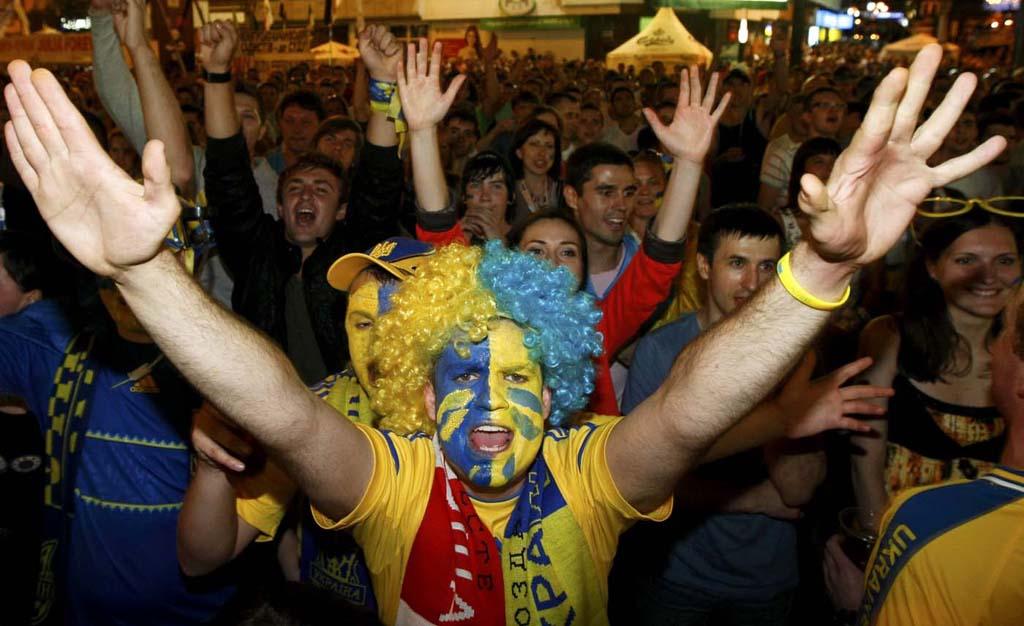 2371 Горячие фаны Евро 2012