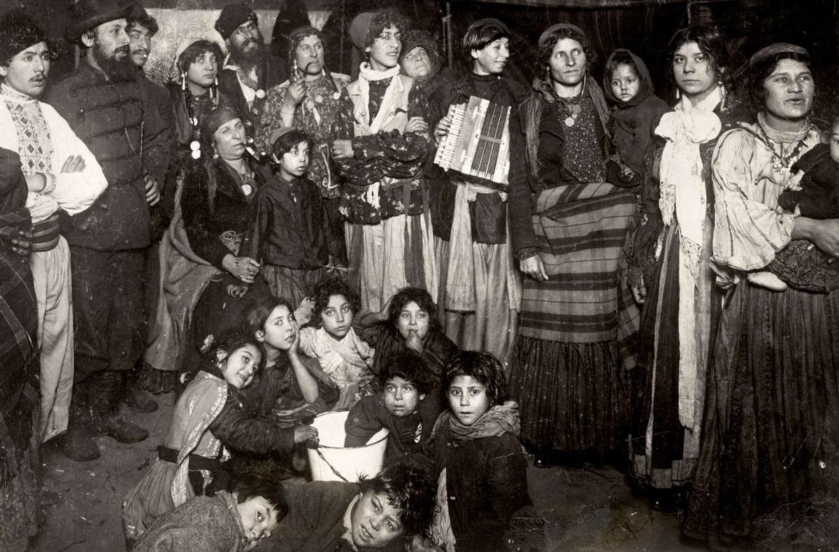 2542 Жизнь цыган в Европе до Второй Мировой войны