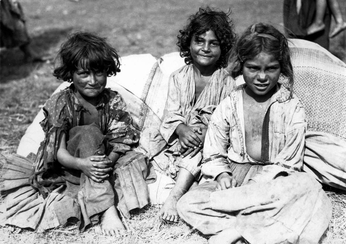 2735 Жизнь цыган в Европе до Второй Мировой войны