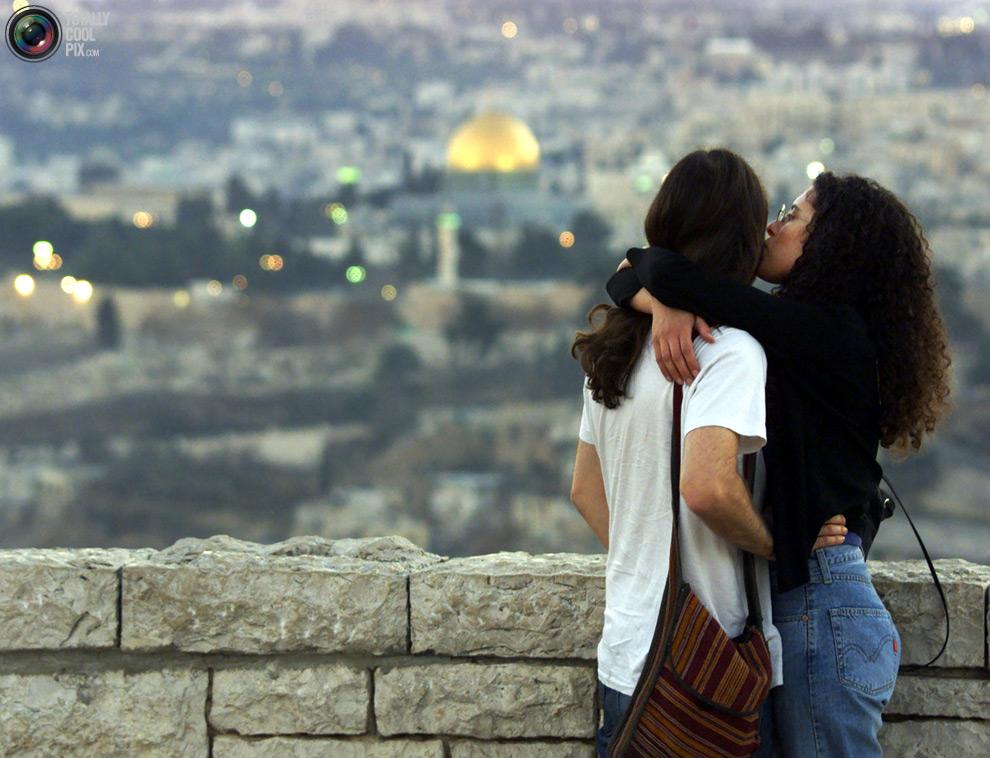 3028 Вырази свои чувства в поцелуе