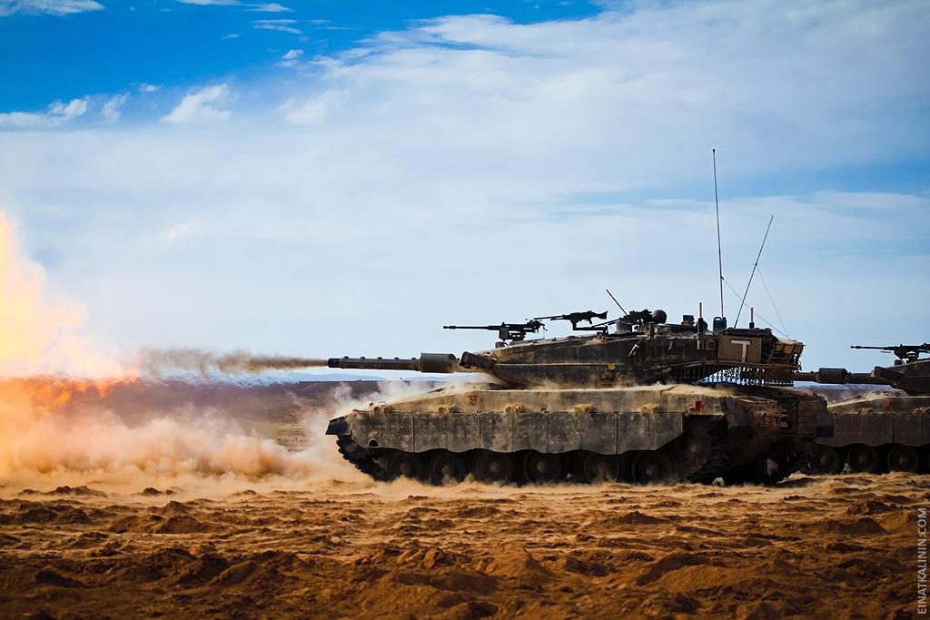 3210 Женщина с танком
