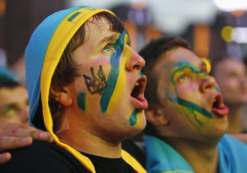 3248 Горячие фаны Евро 2012