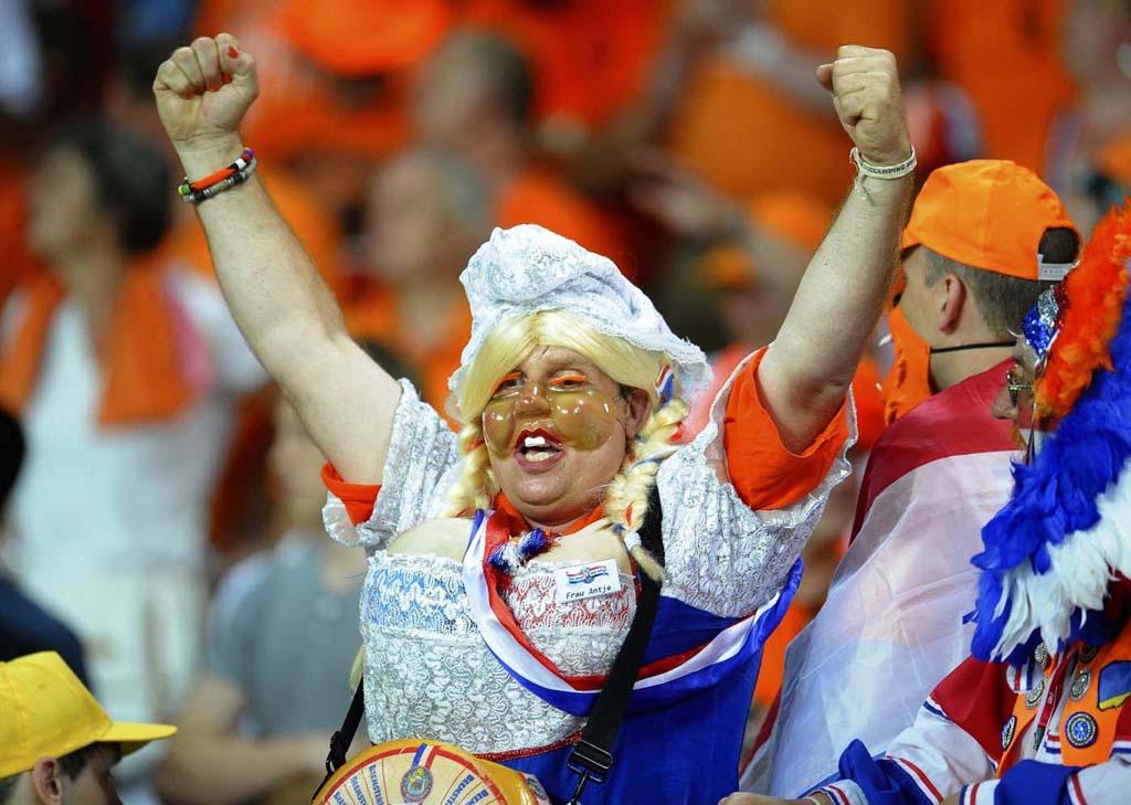 3334 Горячие фаны Евро 2012