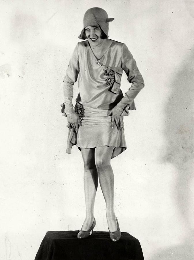 338 Женские ноги на ретро фотографиях
