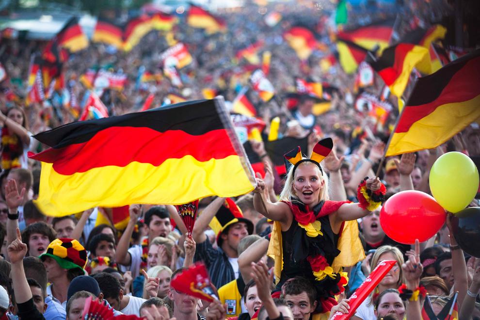 3420 Евро 2012   фанаты