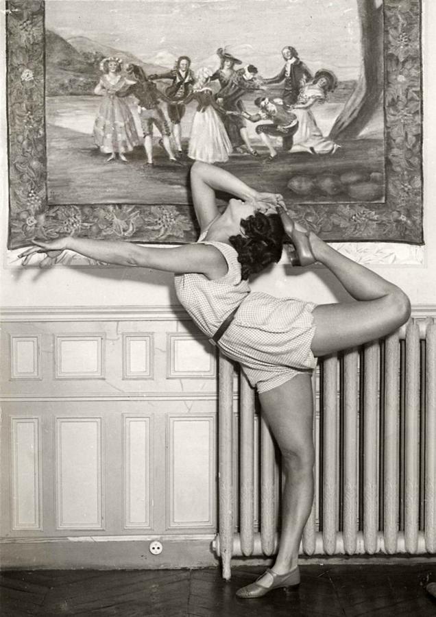 428 Женские ноги на ретро фотографиях