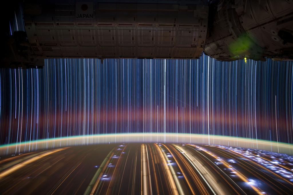 458 Звездные следы   фото с МКС