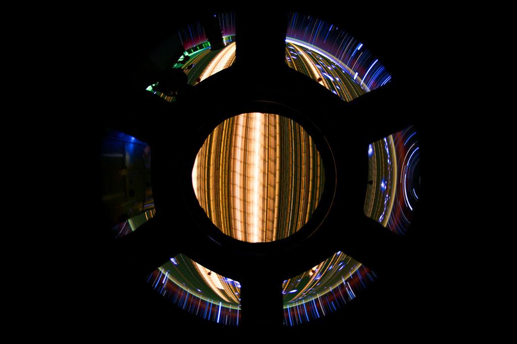 556 Звездные следы   фото с МКС