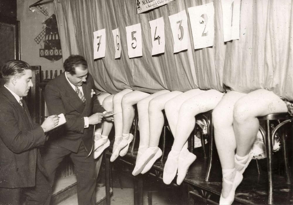 623 Женские ноги на ретро фотографиях