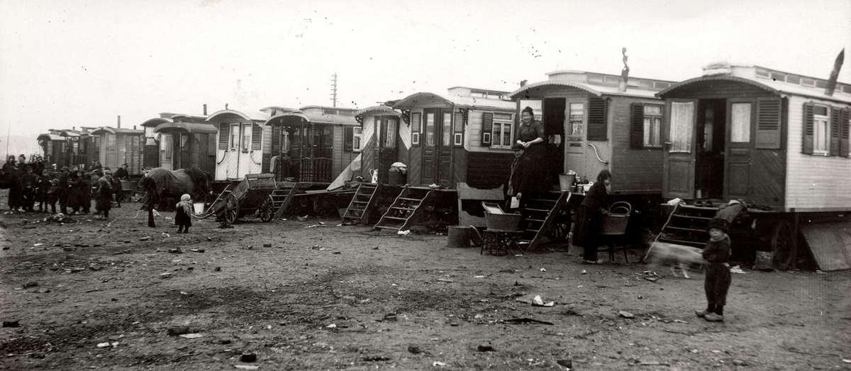7100 Жизнь цыган в Европе до Второй Мировой войны