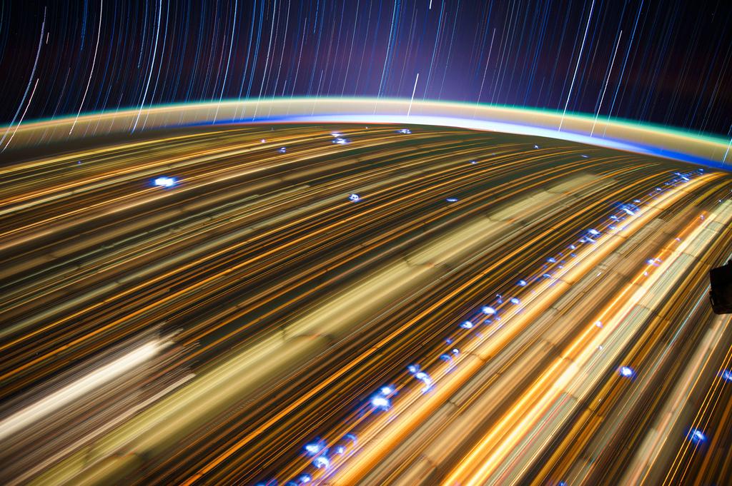 743 Звездные следы   фото с МКС