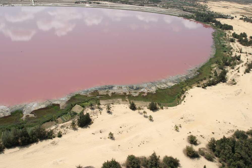 7651562 Розовое озеро в Сенегале