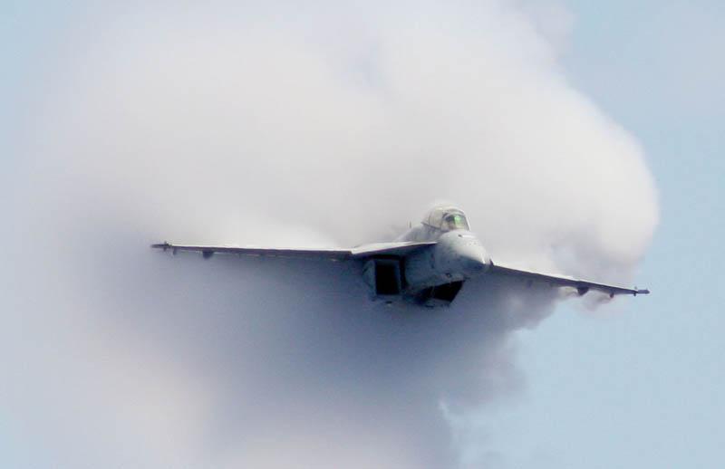 790 30 лучших фотографий преодоления «звукового барьера» самолётами