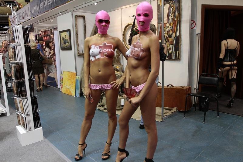 813 На выставке для взрослых «X'show 2012″ в Москве