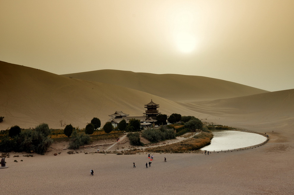 83 Озеро полумесяц   китайский оазис в пустыне