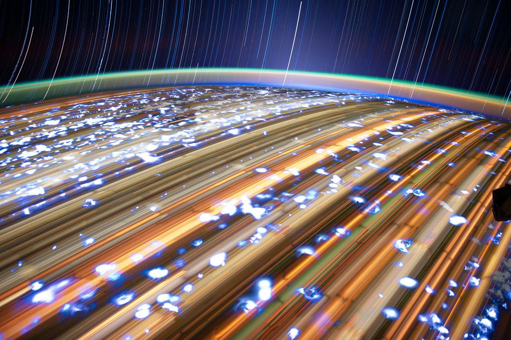 842 Звездные следы   фото с МКС