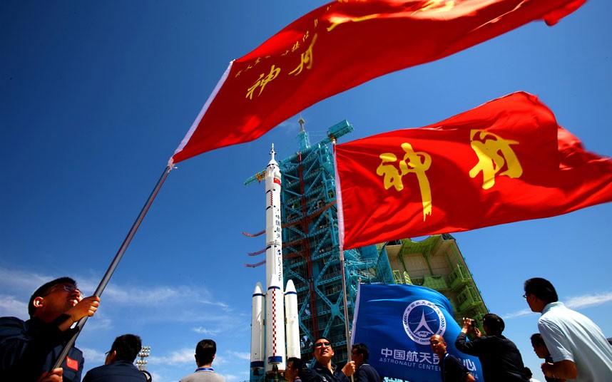888 Первая китайская женщина астронавт