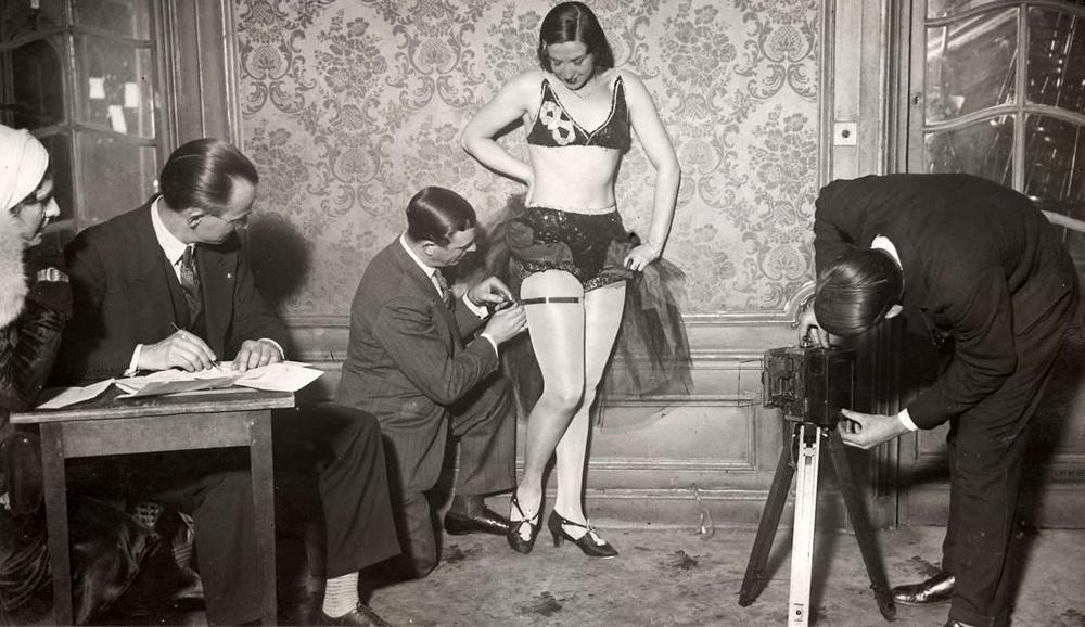 917 Женские ноги на ретро фотографиях