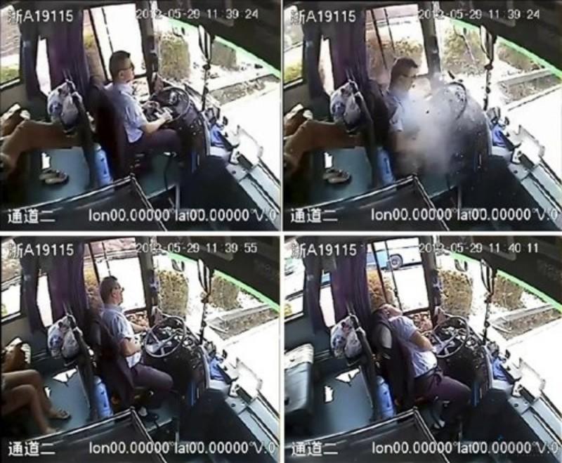 driver03 800x659 Смертельно раненный водитель спас 24 пассажира