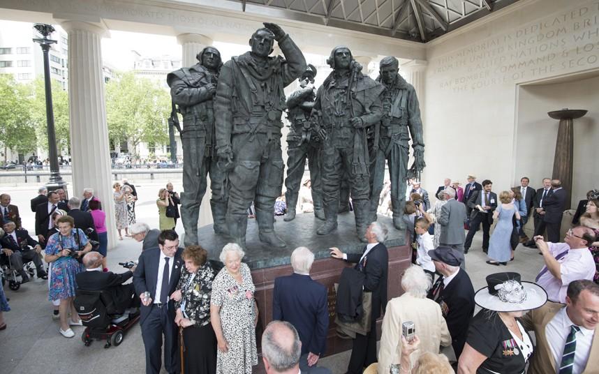 potd memorial 2262300k Picture PAUL GROVER Экипажи бомбардировщиков Королевских ВВС Великобритании времён Второй Мировой