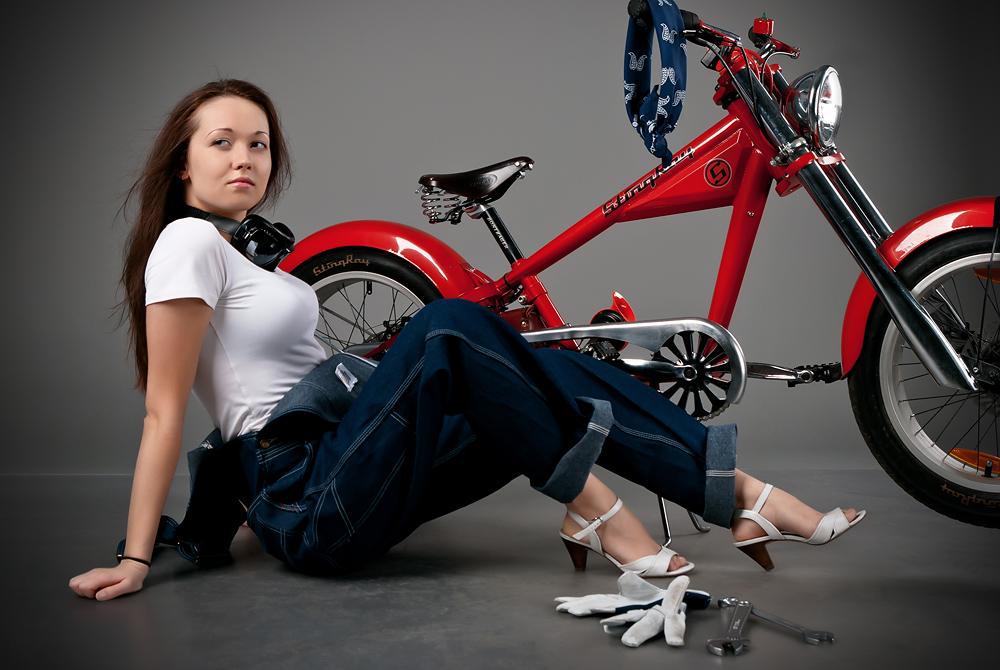 velogirl10 Велосессия: в студии девушки и оригинальные велосипеды