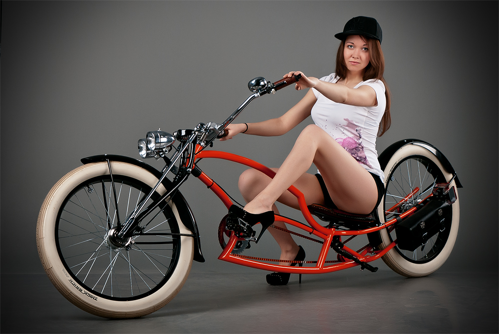 velogirl11 Велосессия: в студии девушки и оригинальные велосипеды