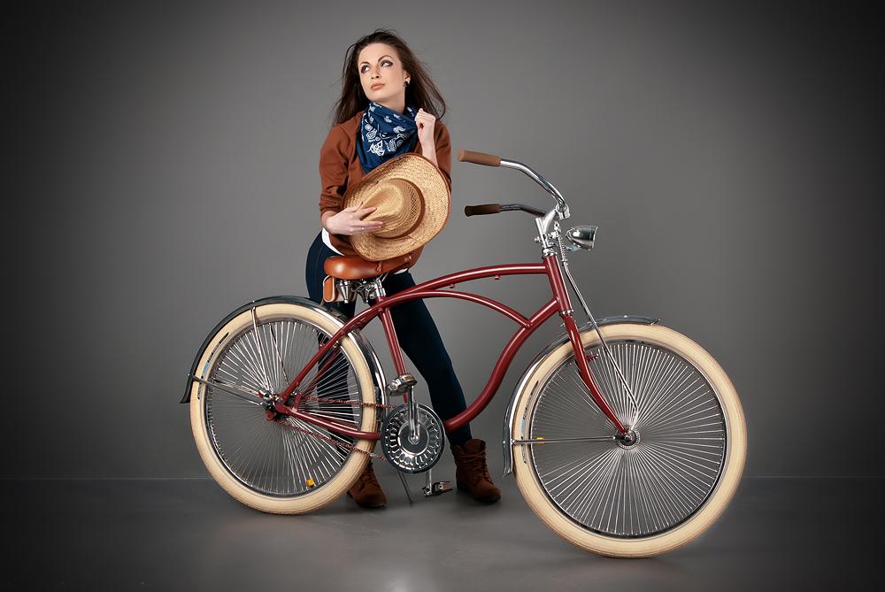 velogirl13 Велосессия: в студии девушки и оригинальные велосипеды