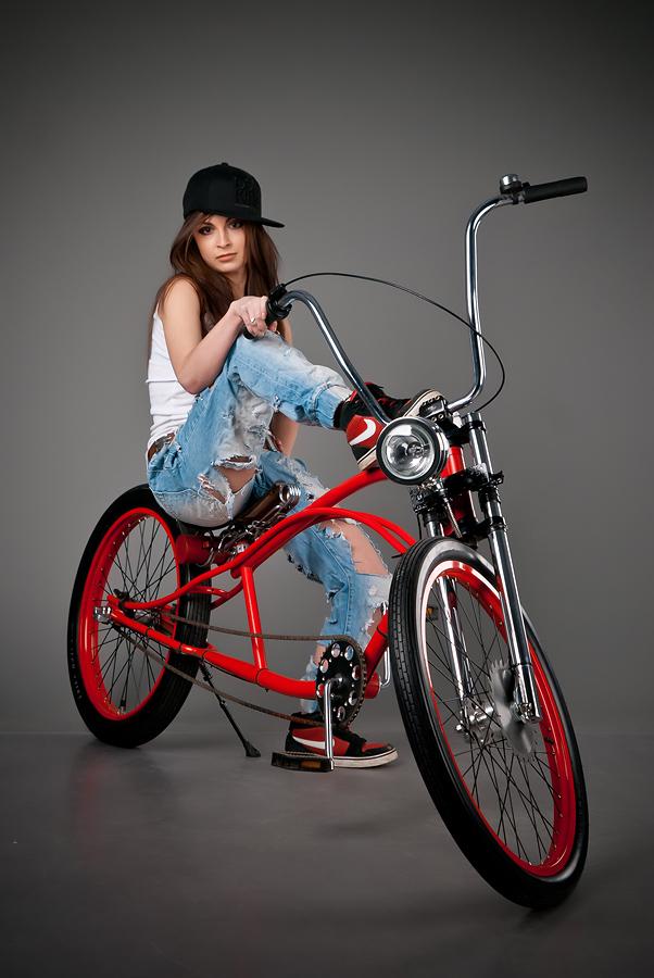 velogirl14 Велосессия: в студии девушки и оригинальные велосипеды