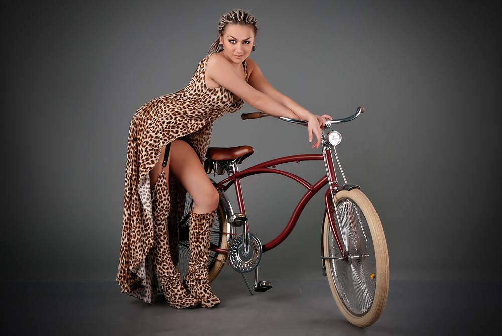 velogirl16 Велосессия: в студии девушки и оригинальные велосипеды