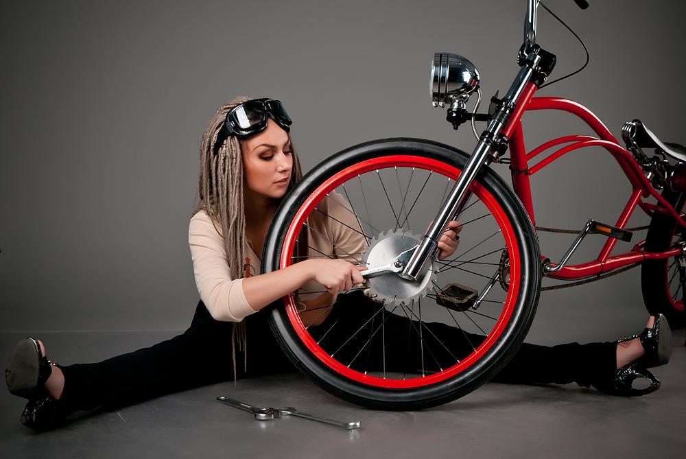 velogirl26 Велосессия: в студии девушки и оригинальные велосипеды
