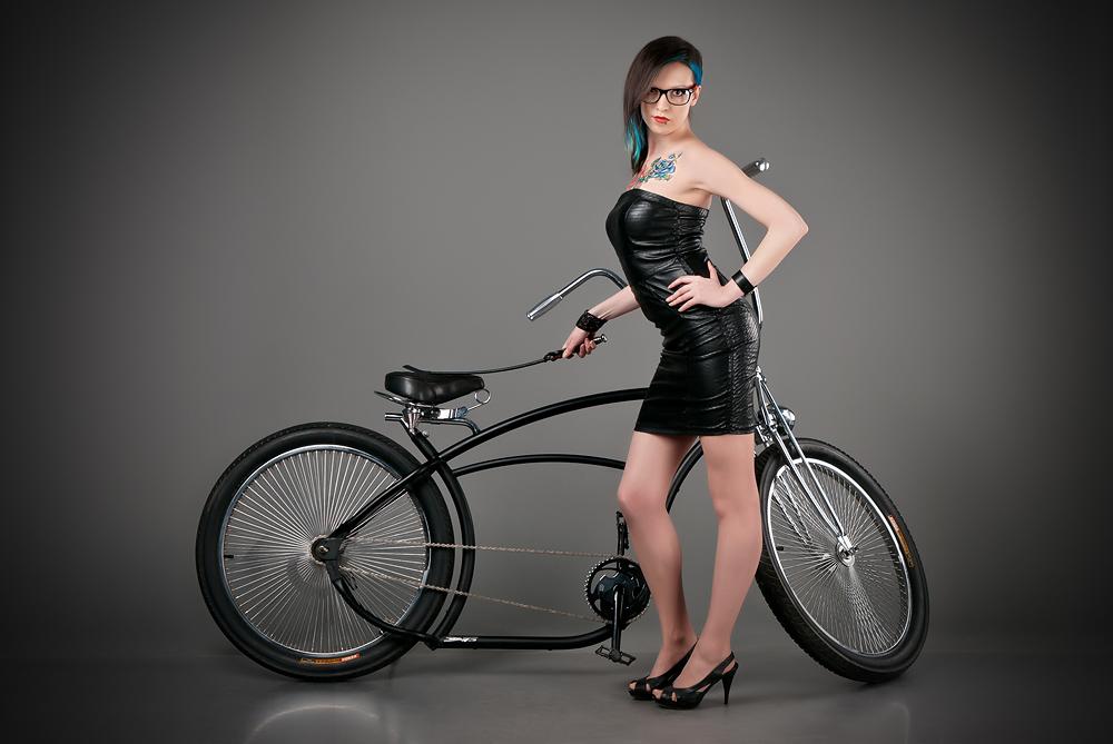 velogirl28 Велосессия: в студии девушки и оригинальные велосипеды
