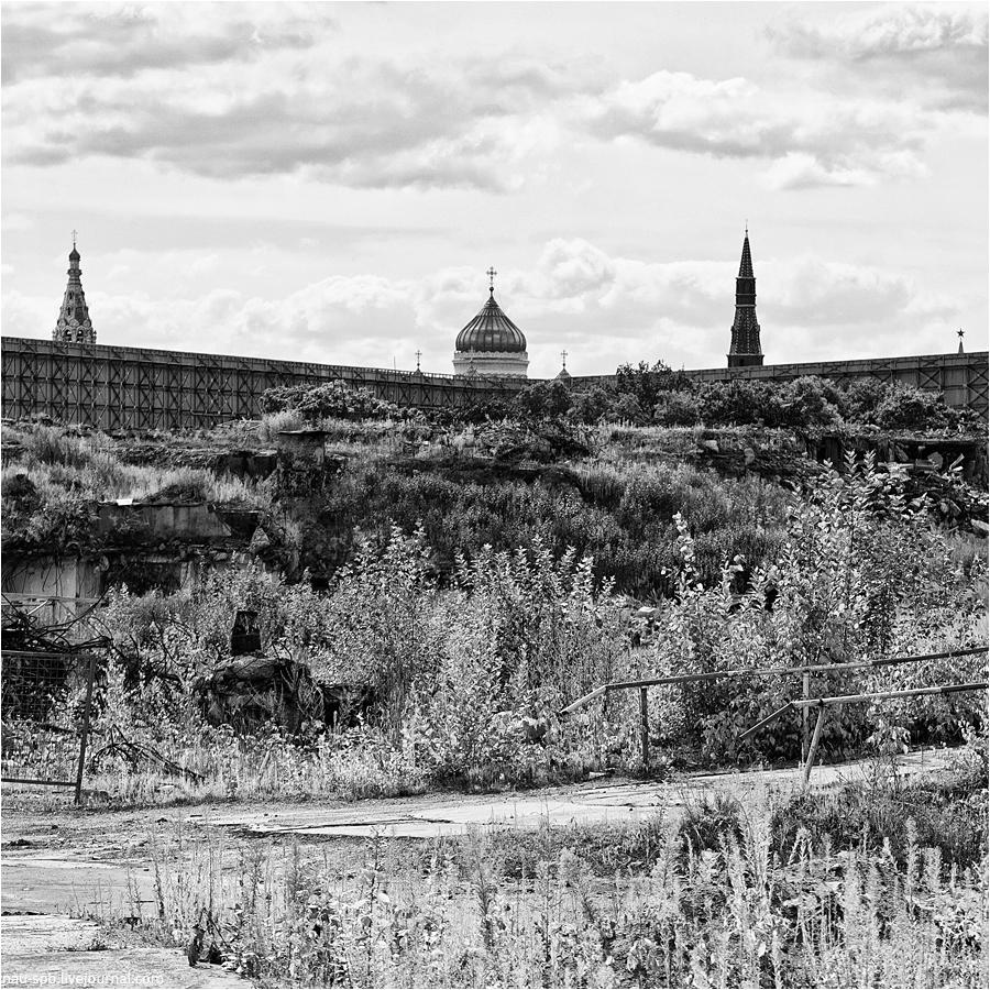 01518 Непарадная Москва