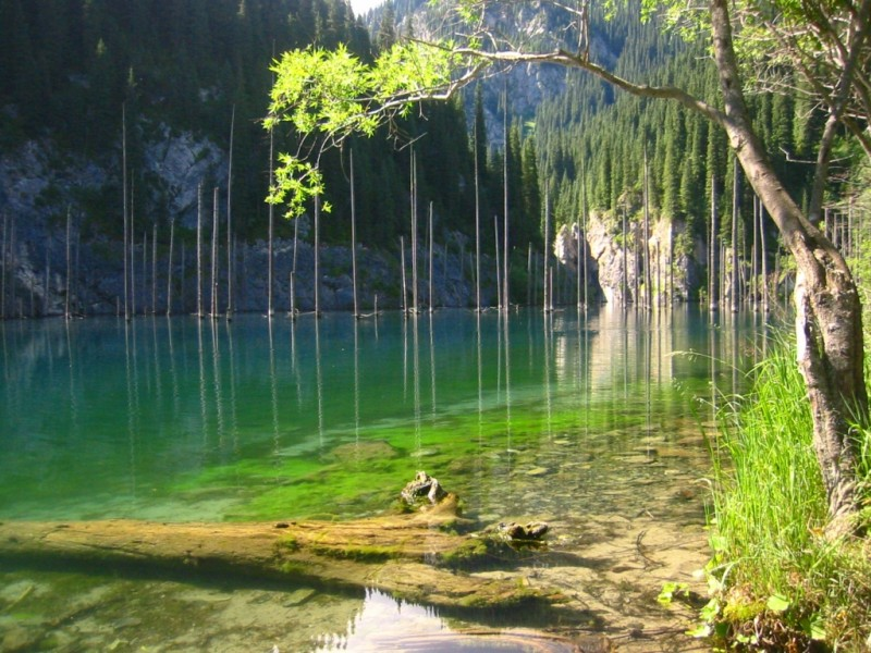 Невероятное озеро в Казахстане