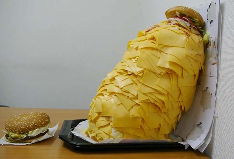 Чизбургер с сотней ломтиков сыра