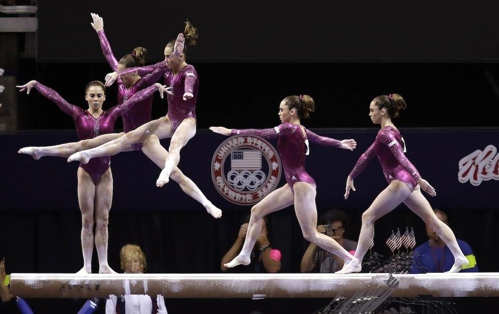 107 Гимнасты в движении