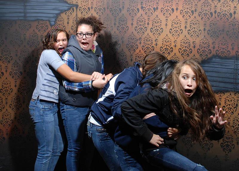 1127 Неподдельный страх посетителей комнаты ужасов