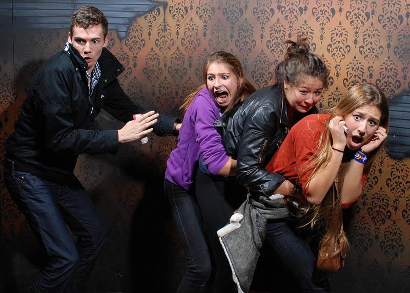 1224 Неподдельный страх посетителей комнаты ужасов