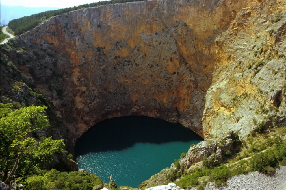 1314 6 самых живописных природных дыр в земле