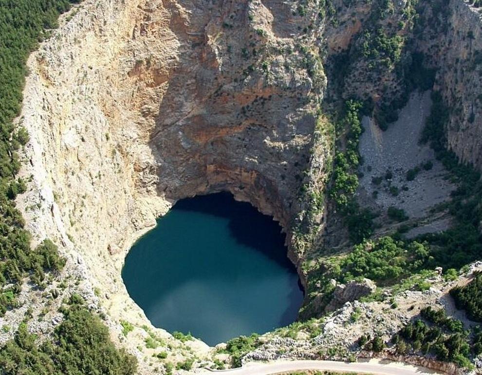 1413 6 самых живописных природных дыр в земле