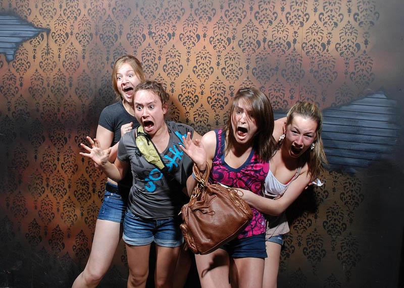 1519 Неподдельный страх посетителей комнаты ужасов