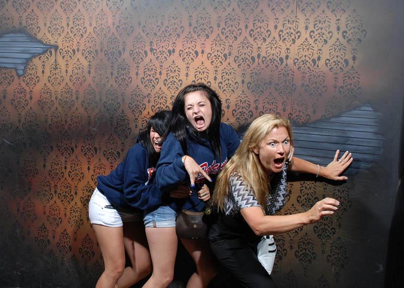 1616 Неподдельный страх посетителей комнаты ужасов