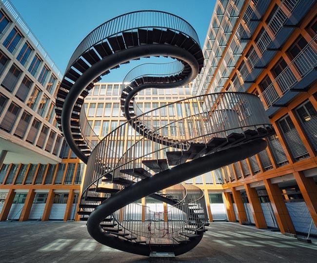 3117 Эти необычные лестницы