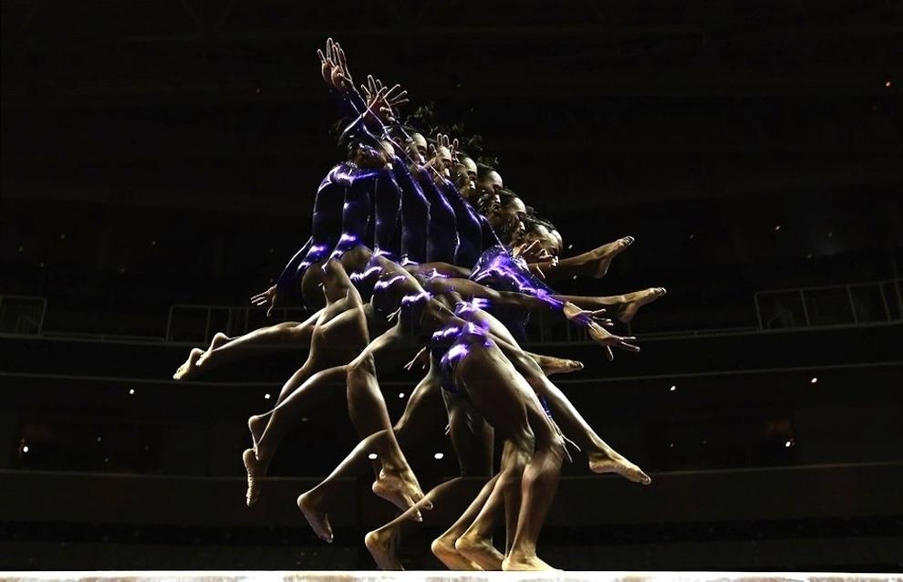 35 Гимнасты в движении